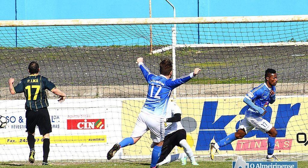 Futebol: U. Almeirim perde em Torres Novas e Fazendense fica a 10 pontos