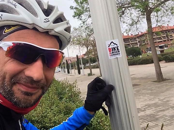 """Pedro Bento entrou em França com o patrocínio """"Toma lá Morango"""" (VÍDEO)"""