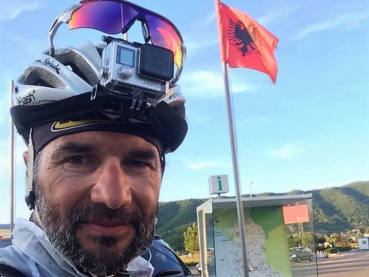 Pedro Bento já está na Albânia, mas ontem foi o dia mais difícil (VÍDEO)