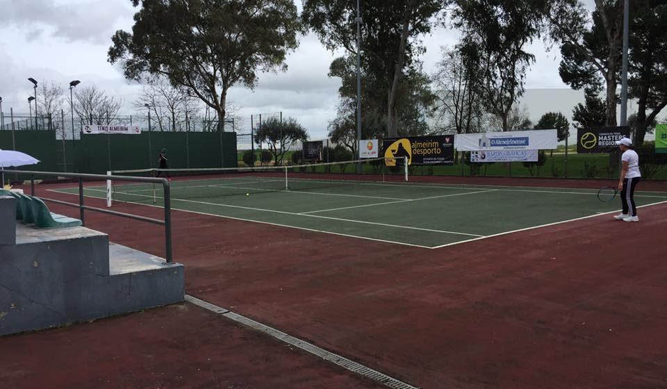 Campeonato Regional de Veteranos de ténis já decorre em Almeirim