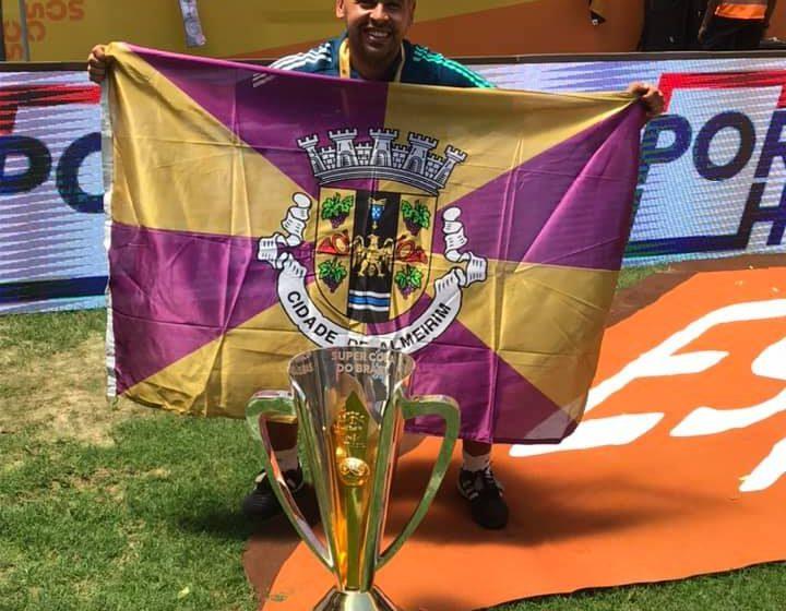 Márcio Sampaio ganha Supercopa e festeja com a nossa bandeira
