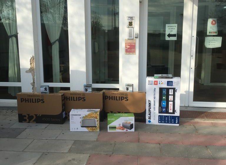 Empresário oferece tvs, suportes e torradeiras ao Lar S. José