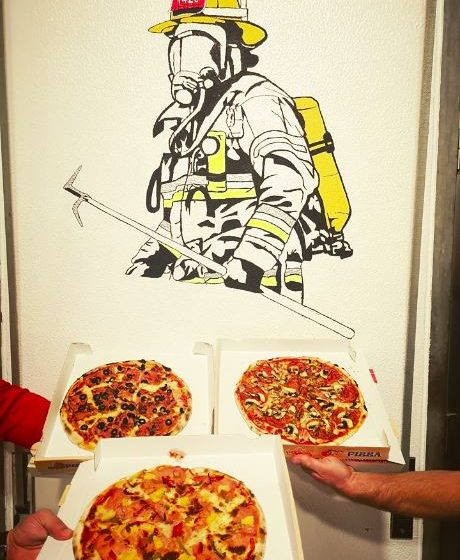 Pizza Burguer oferece pizzas aos Bombeiros e GNR de Almeirim
