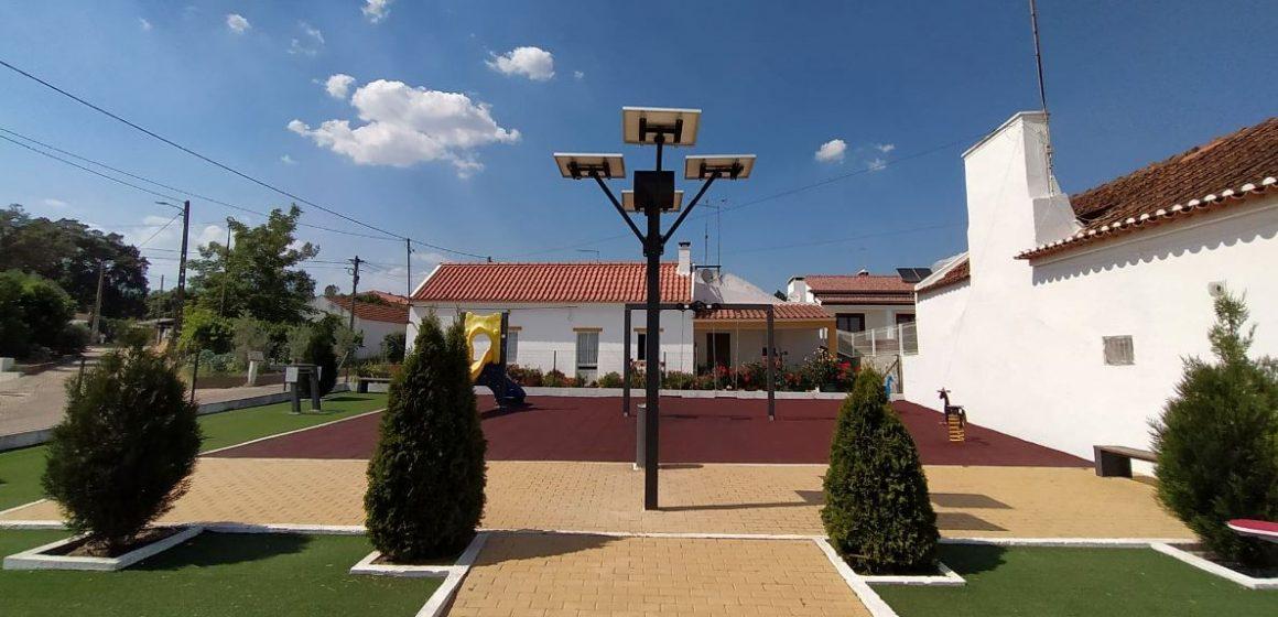 Junta de Freguesia de Parreira e Chouto colocou mais uma árvore solar na freguesia