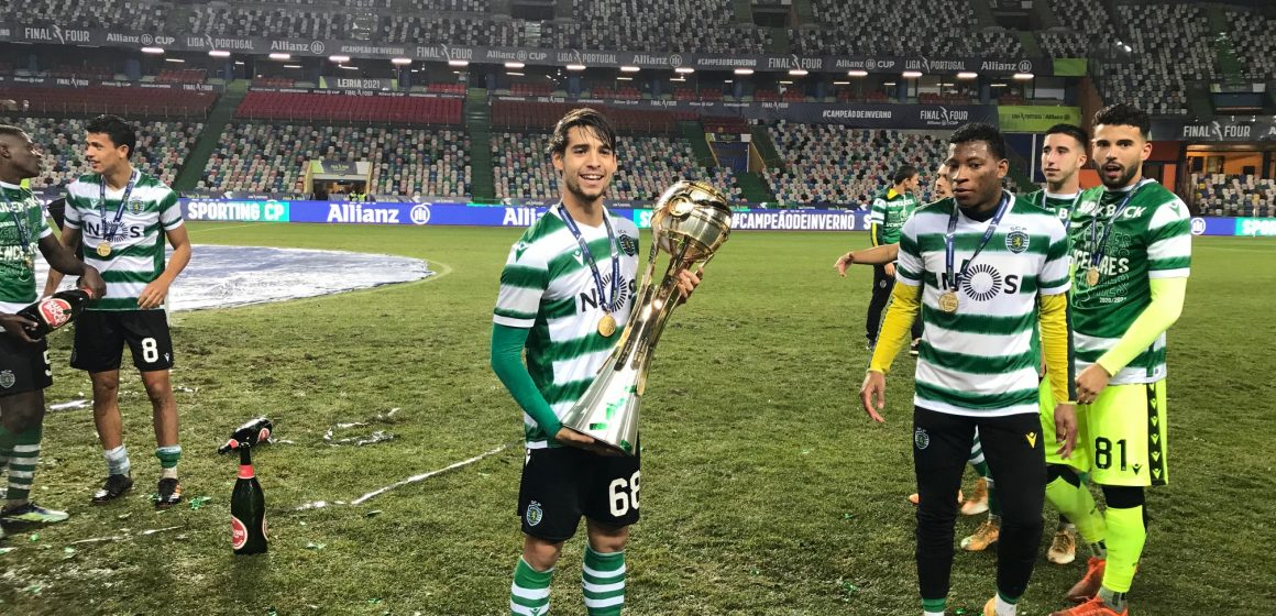 Jogador almeirinense vence Taça da Liga