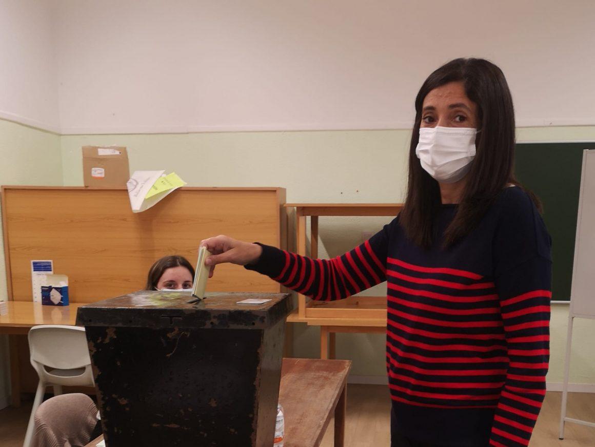 Eleições Autárquicas: Cândida Lopes vota