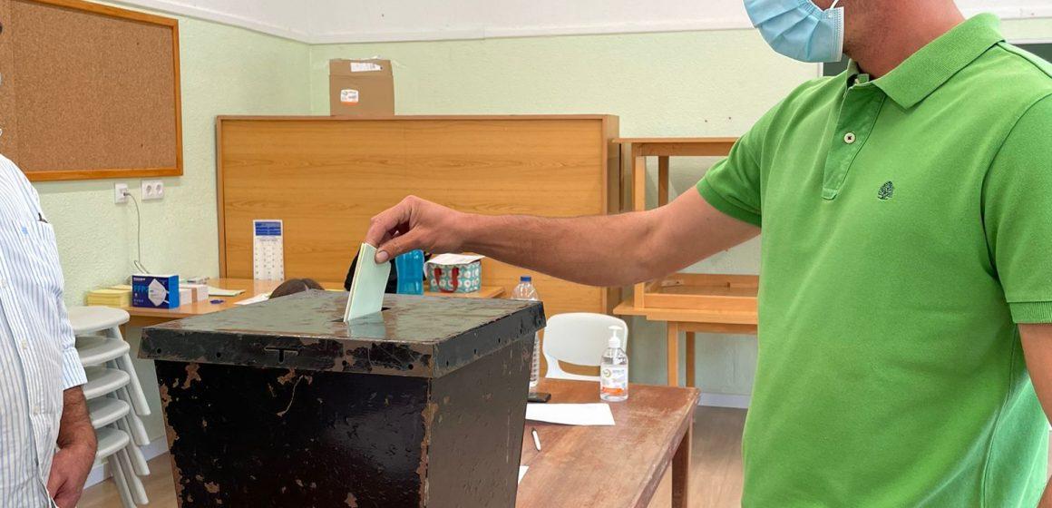 Eleições Autárquicas: Carlos Arraigota vota