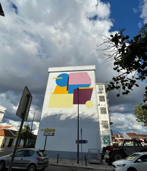 João Francisco Domingos pinta prédio